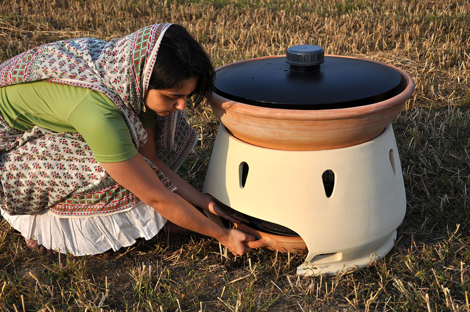 The solar oven that turns salt water into drinking water | The Switchers