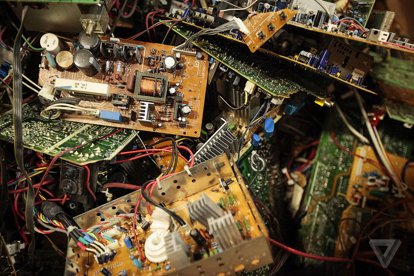 E-waste, from an environmental nightmare to a social business |The Switchers