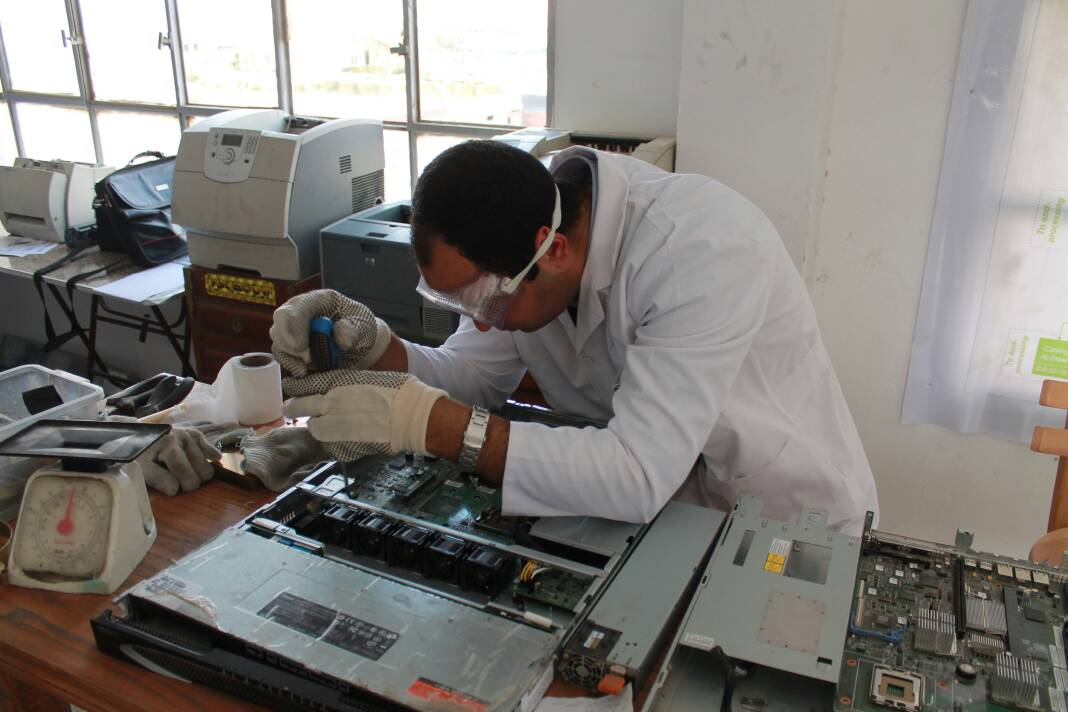 An Egyptian mad scientist's solution to electronic waste | The Switchers