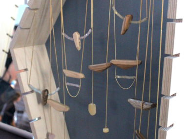 Wooden jewelery from Tahale, from the Marrakesh platform