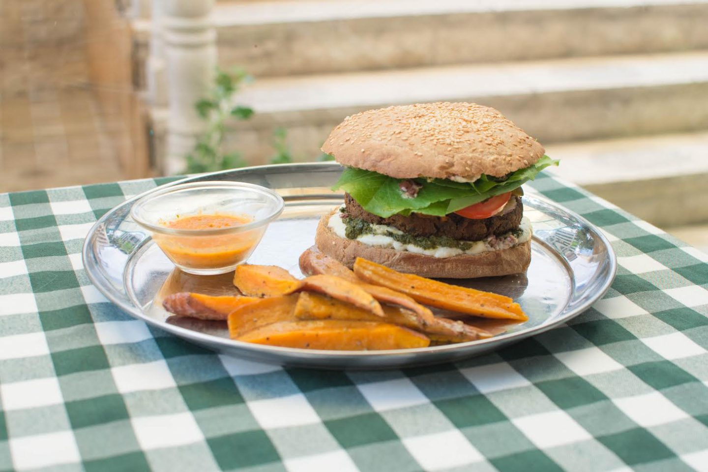 This Jerusalem restaurant combines vegan, kosher and cozy in one homely place |The Switchers